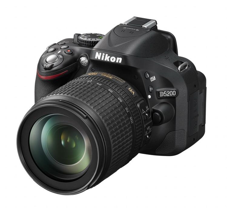 NIKON D5200 + 18-105 VR AF-S DX