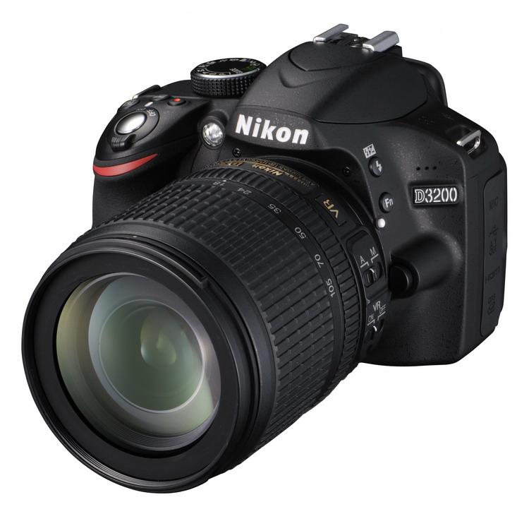 NIKON D3200 Black + 18-105 VR AF-S DX